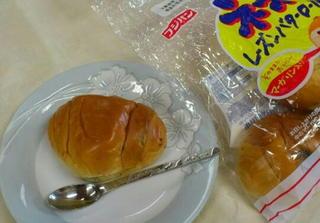 マーガリン入りのロールパン.jpg