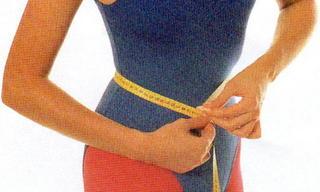 メジャーで測る女性.jpg