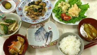 野菜が多い食卓.jpg